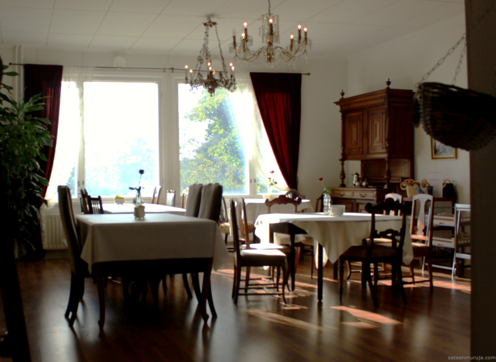 Lush atmosphere as a setting for Finnish home cooked lunch buffet in Mannila.