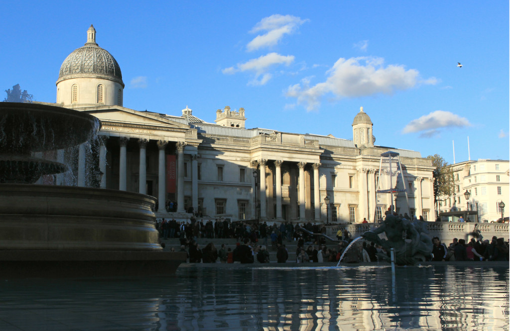 5/1/53 Trafalgar Square Fountains - please read J.P. Priestley's essay collection Delight, essay called Fountains. FI: Trafalgar Squaren suihkulähteet - lue J.P. Priestleyn esseekokoelma Delight, essee nimeltä Fountains