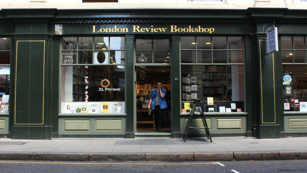 London Review Bookshop astu sisään.