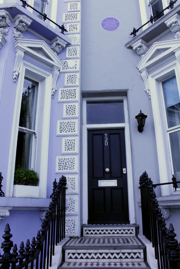 Pankhurst's house is one of the final ones at the western end of Cheyne Walk. I hope you had a pleasant stroll!