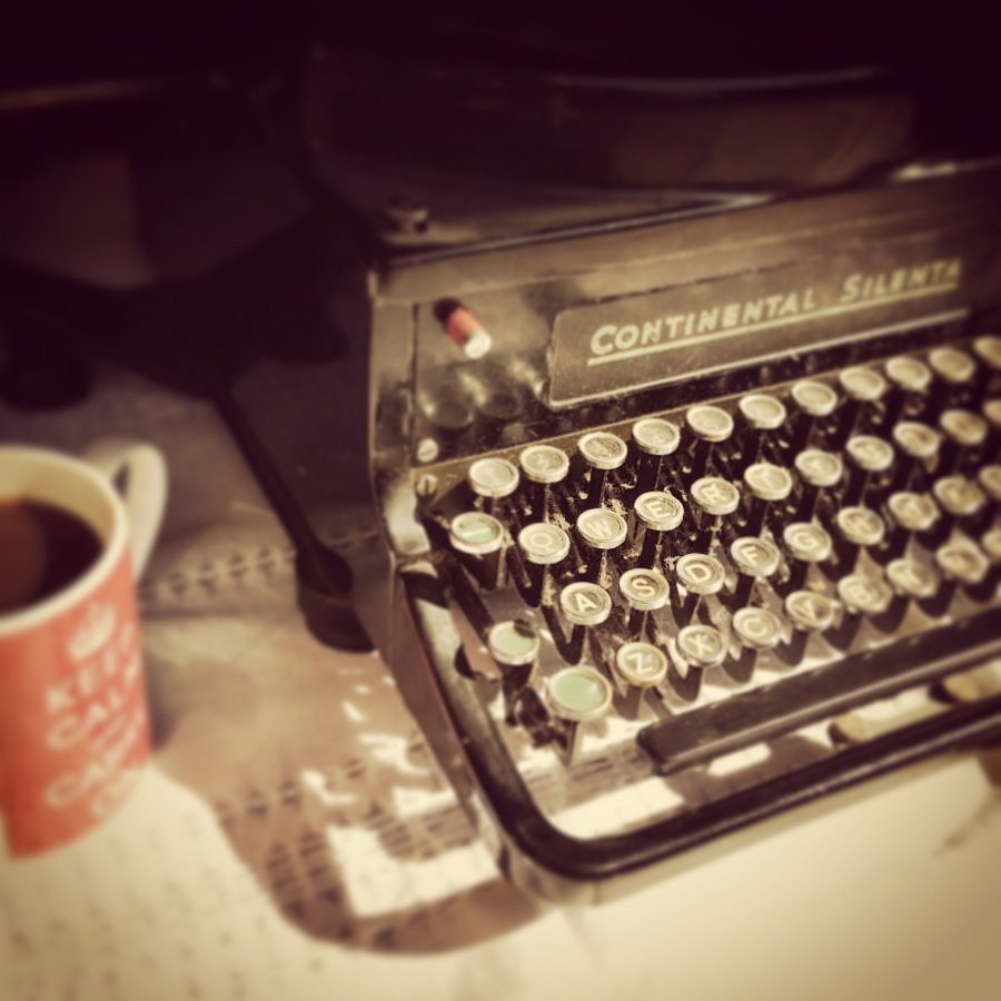 The typewriter made it also as The Crumb's new logo on my Facebook, go and have a peek!
