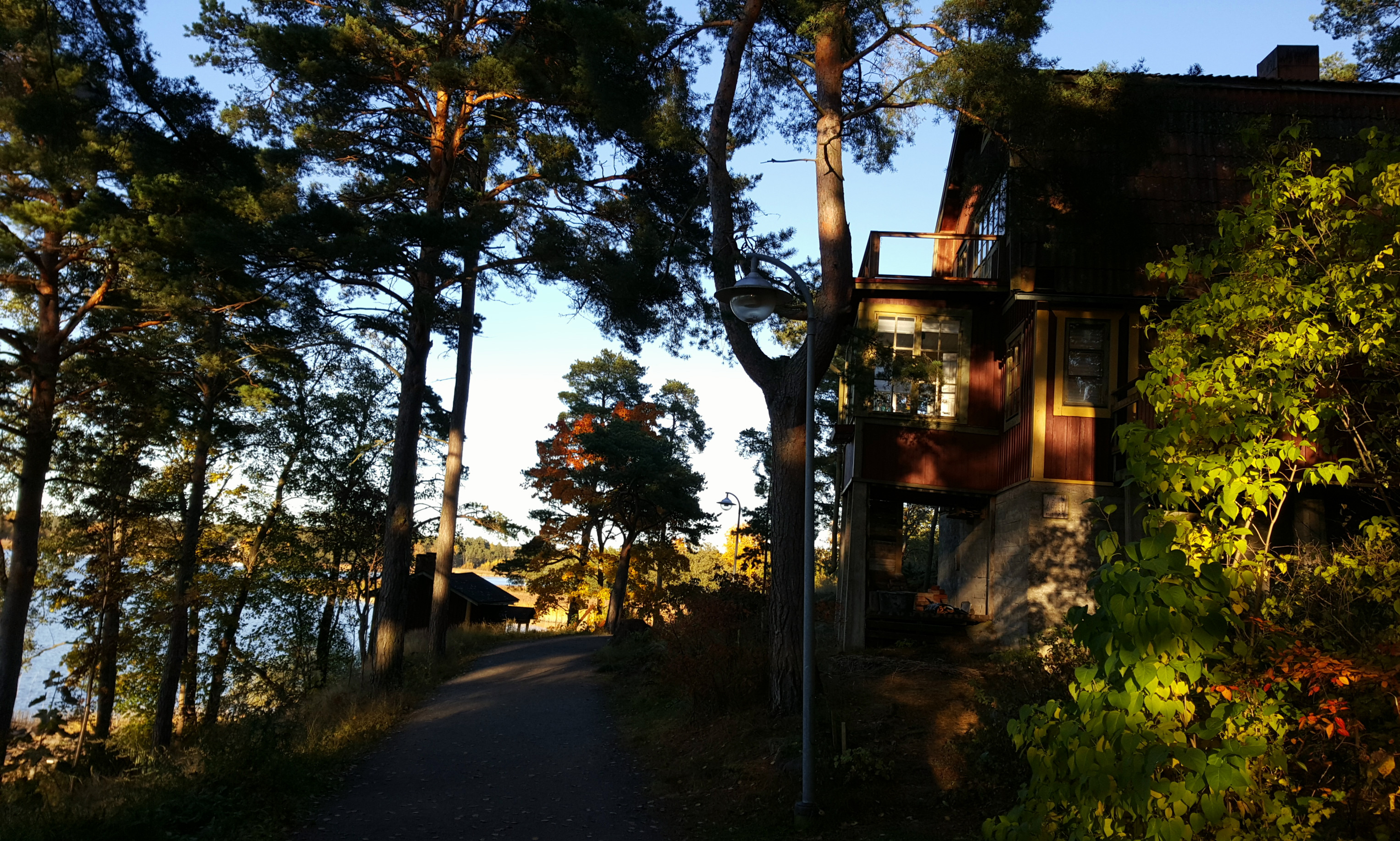 There is a breath taking coastal walk from Naantali's Old Town and Harbour to the Spa.