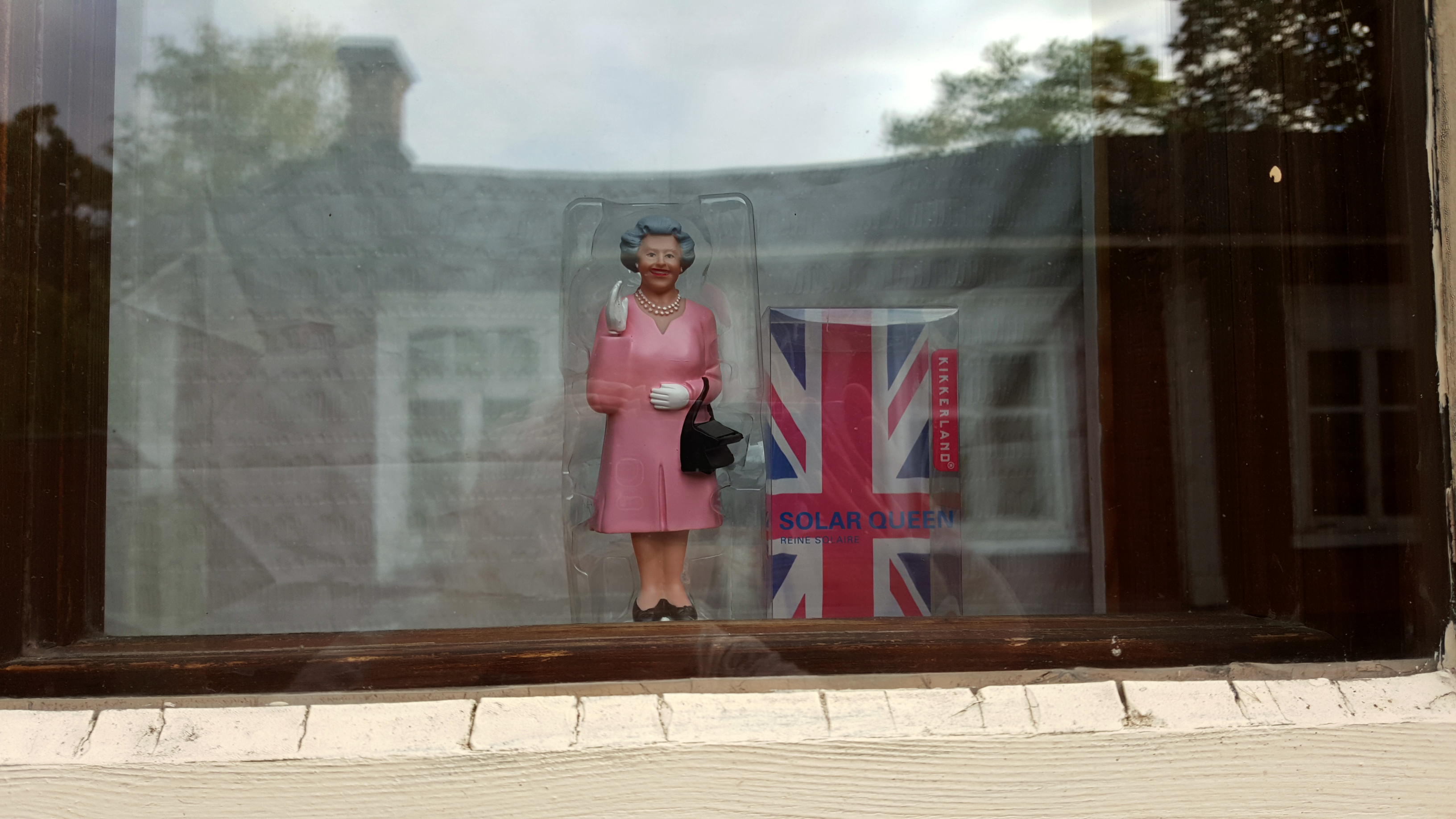 Some spotted items in Naantali's windowsills.
