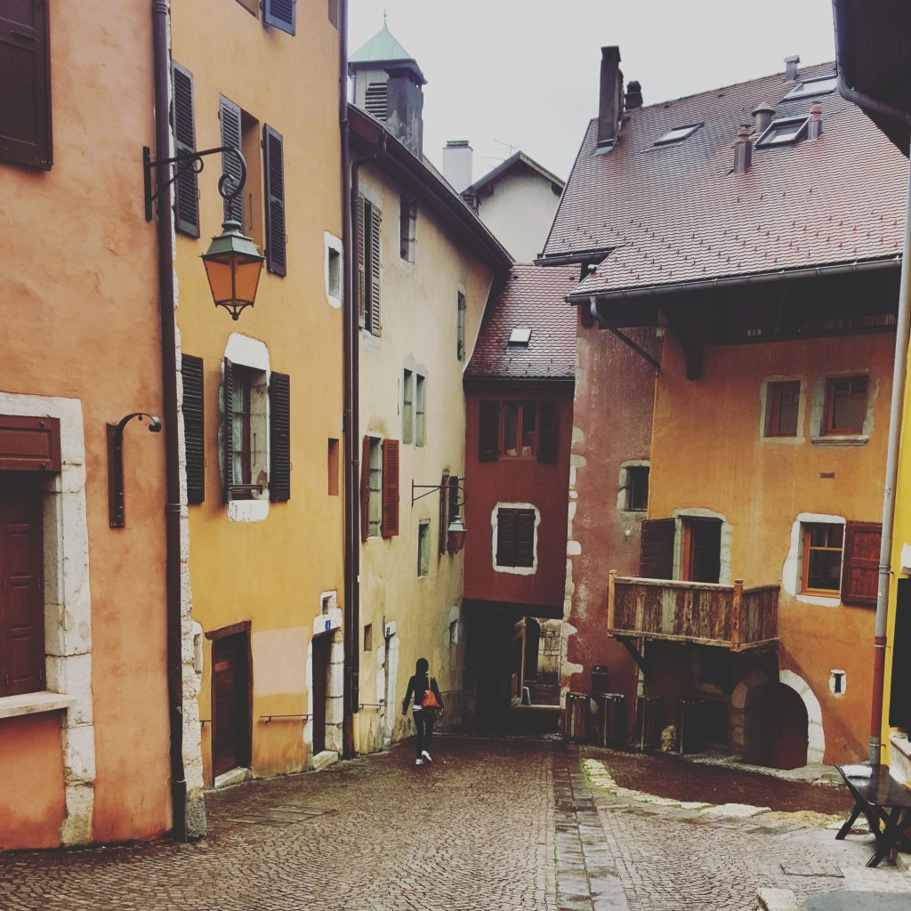 In Annecy, the colours of landscape disappeared but the rain could not was out the colours of the buildings.